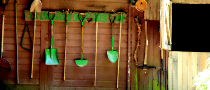 Young urban farmers know your gardening tools young for Gardening tools toronto